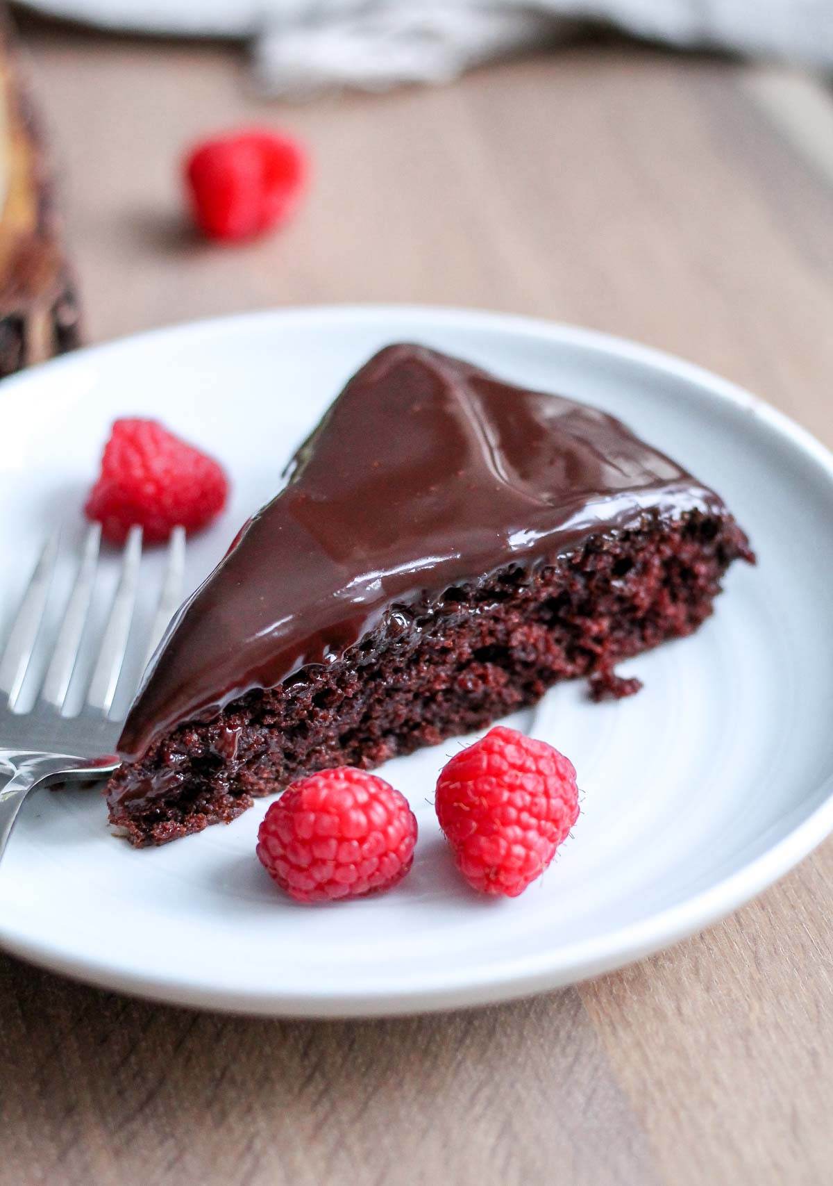 Single Layer Chocolate Cake With Ganache
