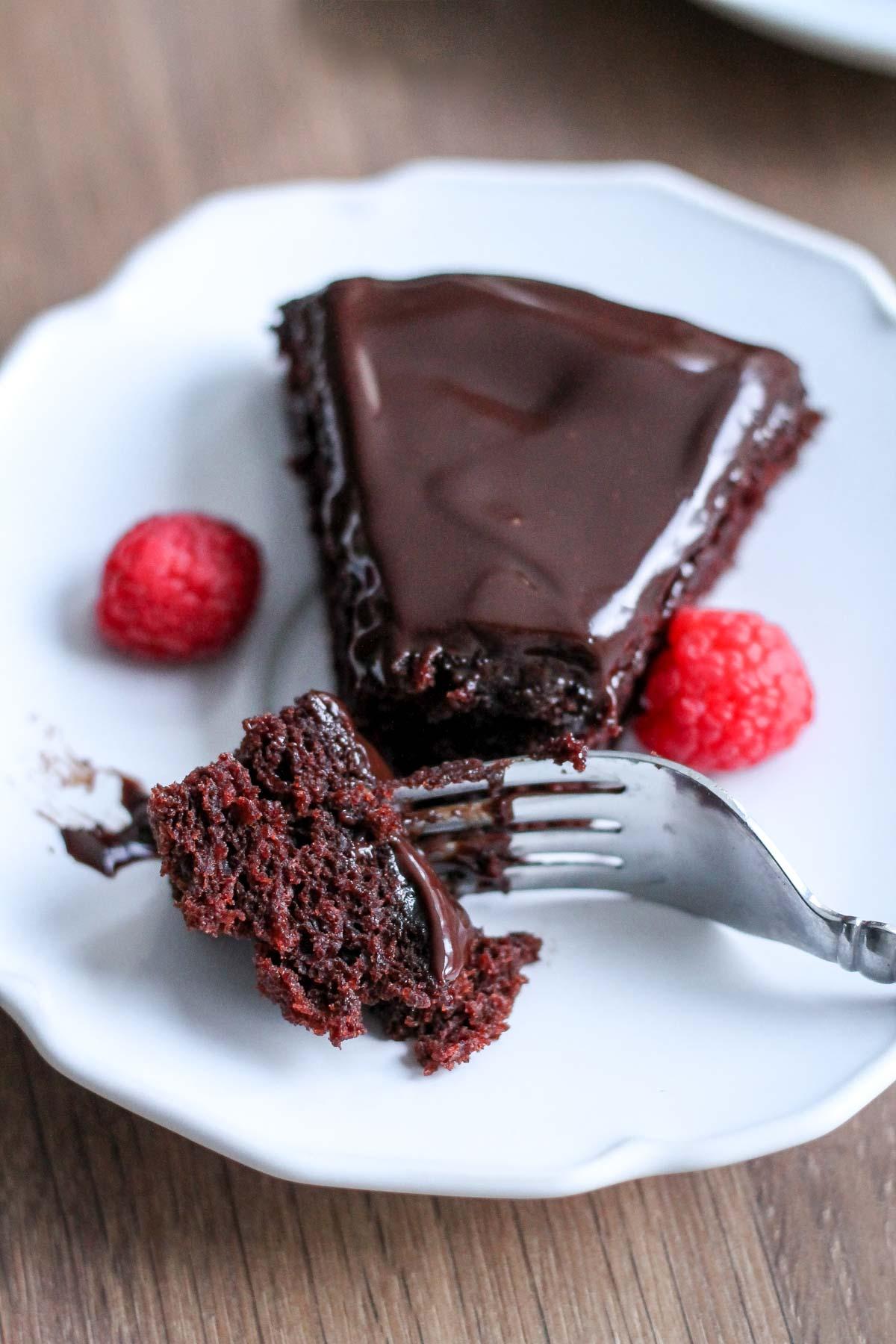 Single Layer Chocolate Cake with Chocolate Ganache | katiebirdbakes.com